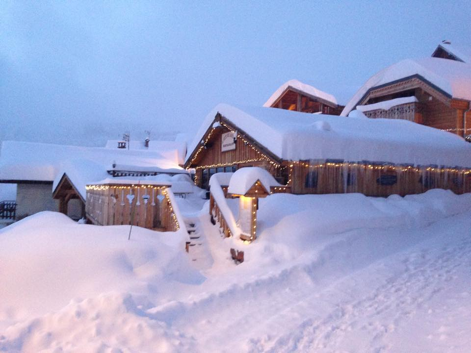 Snow in Alpe d' Huez this morning