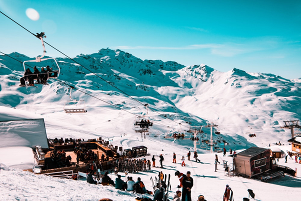 Enjoy a well-earned drink during apres ski by the slopes