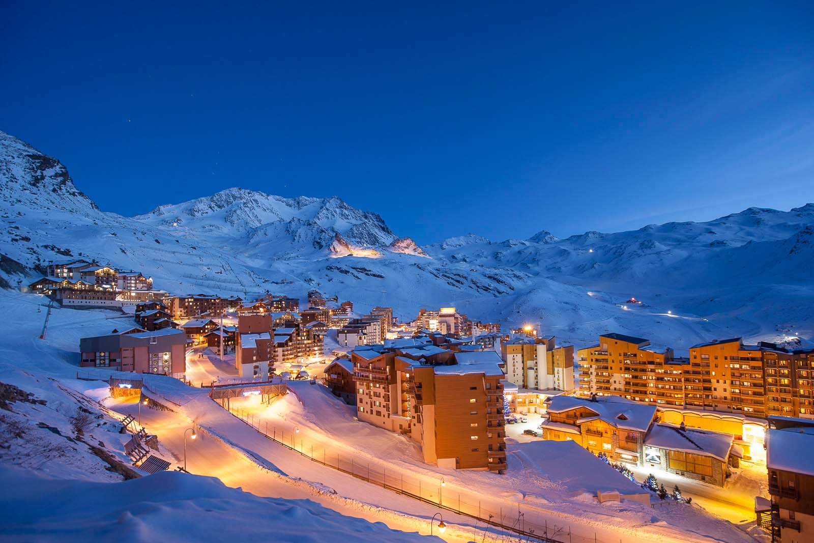 Val thorens ski chalets in france with interactive resorts for Lodges in france